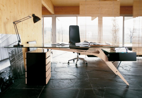 8-Designer-desk-600x413.jpeg