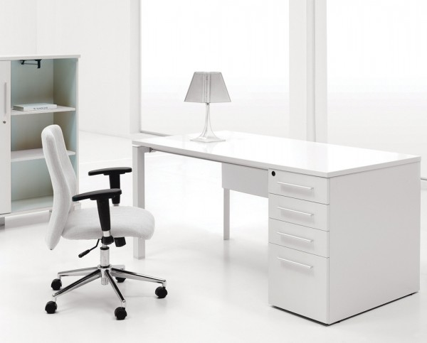 14-White-laquer-finish-desk-600x483.jpeg